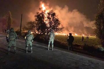 Al menos 21 muertos al explotar una toma clandestina de gasolina en México