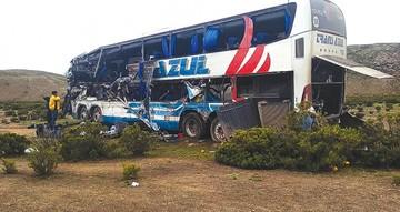 Fallecen 22 pasajeros en  colisión frontal de buses