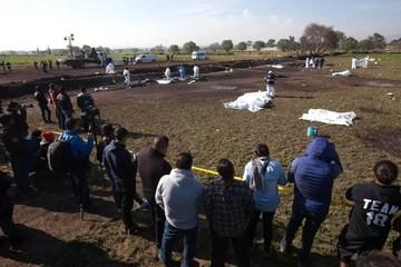Sube a 79 cifra de muertos al explotar toma clandestina de gasolina en México