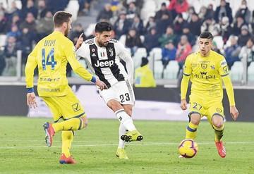 Juventus solventa el primer lugar  con una goleada