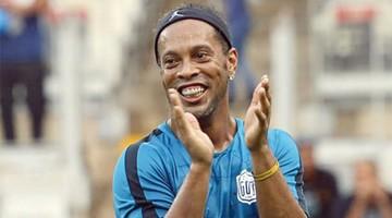 Ronaldinho, Cafú  y Marta, invitados en sorteo de Copa