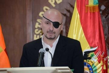 Tezanos compara su caso con el de Evo y Zapata