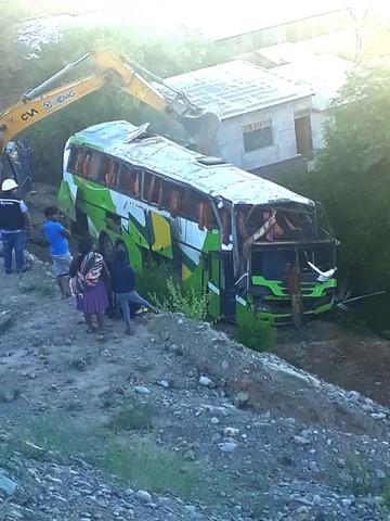 Vuelco mortal de un bus de  relevo en ruta a Santa Cruz
