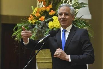 """Vicepresidente llama """"likes partidos"""" a los de la oposición"""