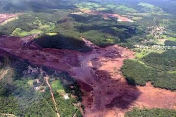 Brasil: Represa minera se rompe y río de lama inunda ciudad