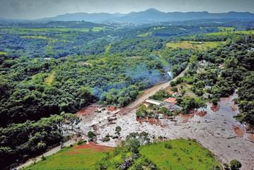 Rotura de presa en Brasil deja decenas de desaparecidos
