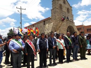 Incahuasi celebra 49  años con desfile cívico