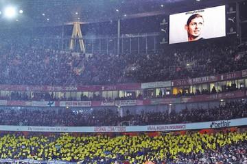El Arsenal homanejea a Sala