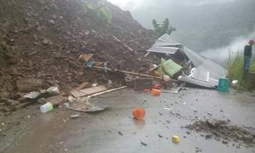 Caranavi: Deslizamiento sepulta vehículos y deja muertos y heridos