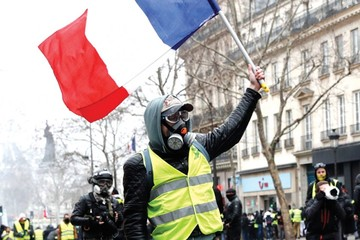 Chalecos amarillos marchan contra la violencia policial