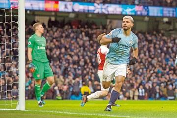 Agüero somete al Arsenal y United también gana