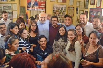 """Carlos Mesa sale a la calle  a """"escuchar a los votantes"""""""