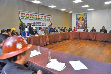 Oficialistas respaldan a Nicolás Maduro