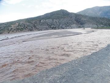 Desborde de ríos afectan a comunidades y caminos
