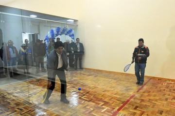Evo entrega sede con gimnasio y canchas de raquet a fabriles de Oruro