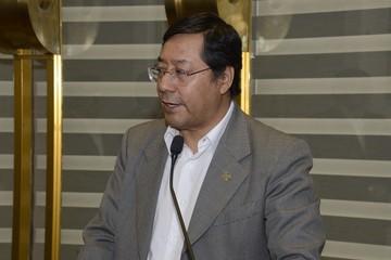 """Ministro de Economía sugiere tomar """"como previsión"""" el pago del doble aguinaldo para este año"""