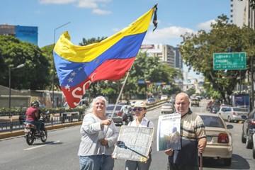 Voluntarios venezolanos alistan reparto de ayuda