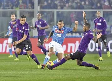 """Fiorentina frena al Nápoles y ayuda a la """"Juve"""""""