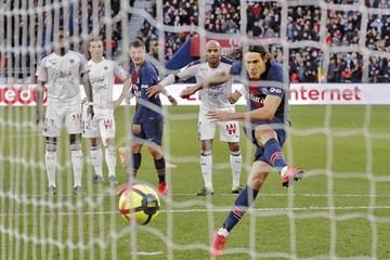 PSG gana pero pierde a Cavani por lesión