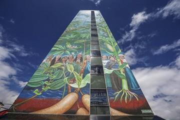 Mural de 50 metros visibiliza lucha indígena ecuatoriana