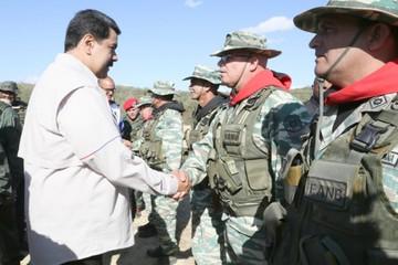 Maduro muestra fuerza militar en plena tensión