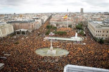Miles de españoles piden unidad y nuevos comicios