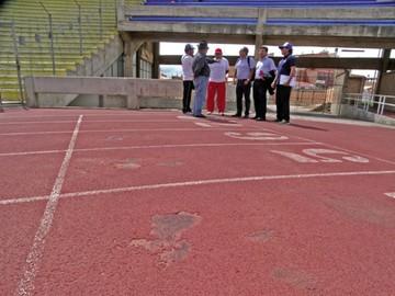 La pista atlética del estadio patria requiere mantenimiento