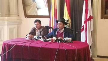"""Gobernador lanza críticas y llama  """"ilegales"""" a cívicos"""