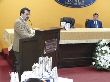 Fiscalía presenta 2 libros