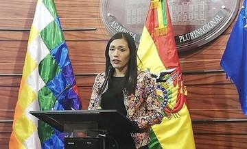 Adriana Salvatierra renuncia a su nacionalidad chilena