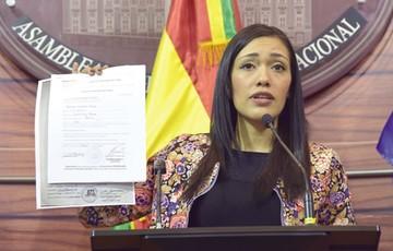 Salvatierra renuncia a nacionalidad chilena
