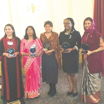 Bióloga boliviana  recibe un premio mundial en EEUU