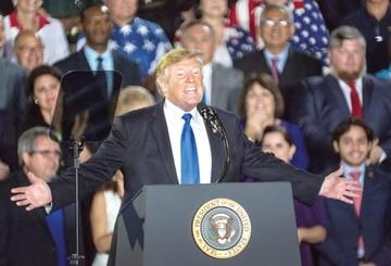 """Trump declara en Miami """"muerte"""" del socialismo"""