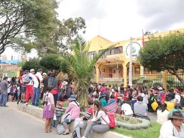 En Mariscal Sucre, los maestros piden  cambio de director