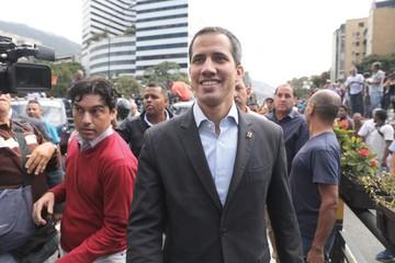 Guaidó sale por ayuda en caravana a frontera