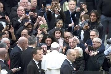 Iglesia abre hoy cumbre contra abusos de curas