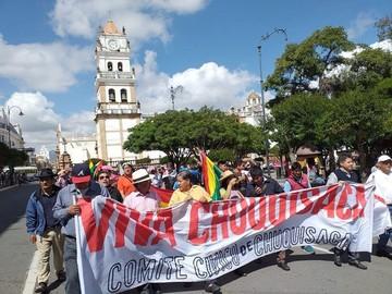 """Sucre: Marcha por el 21F toma las calles al grito de  """"democracia sí, dictadura no"""""""