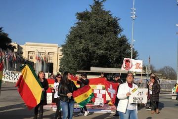 Residentes bolivianos en Suiza se manifestaron