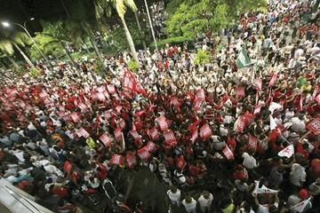 Tercer aniversario del 21F mueve a miles en rechazo a la reelección