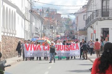 Sucre: Dos marchas reivindican el 21F