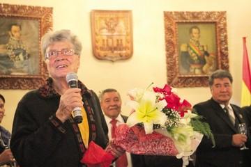 En sus 25 años reconocen a colegio Emilio Hochmann