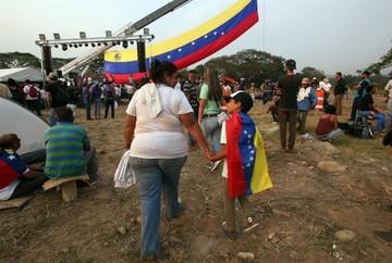 Guaidó celebra que militares faciliten ingreso de ayuda a Venezuela