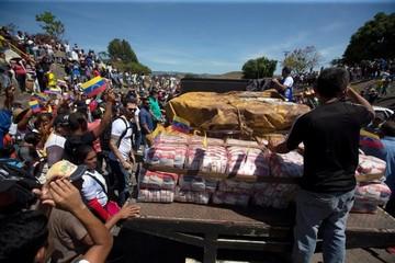 Comienza a ingresar ayuda humanitaria a Venezuela