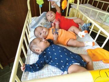Gabriel, Rafael  y Uriel cumplieron seis meses de edad
