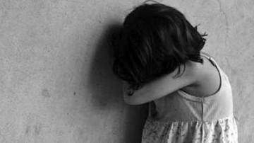 Niña es apuñalada por su abuelo luego de que no pudiera abusarla