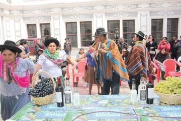 San Lucas invita  a participar en la Feria del Singani