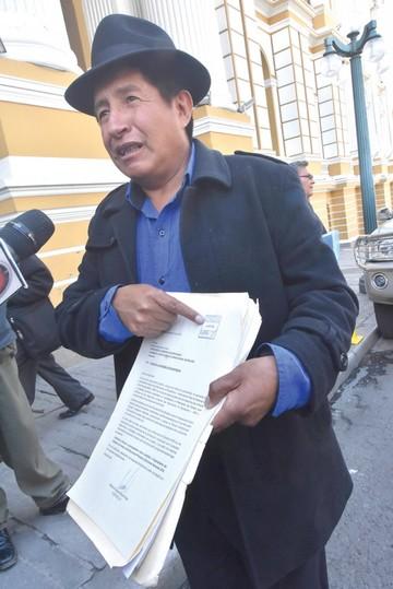 """Quispe denuncia a Evo ante la Fiscalía por su """"militancia"""""""