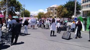 La Paz: Médicos muestran equipos viejos de hospitales