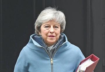 """Theresa May pide apoyo legislativo a su plan de """"brexit"""""""