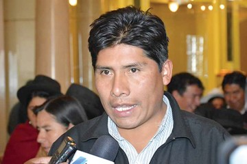 """MAS: Carlos Mesa renunció en 2005 por """"cobardía"""""""